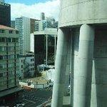 H2棟の部屋からの眺め・右側の柱がスカイタワー