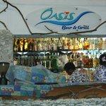 Le bar de l'hôtel mélanésien avec spectacle & diner BBQ