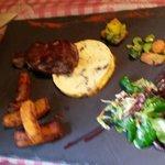 La viande cuite à la perfection les accompagnents savoureux et nombreux, et le tout pour moins d