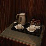 В номере есть чайник и кофе