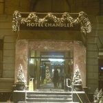 Entrée hôtel après une tempête de neige