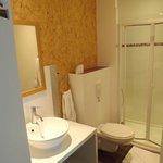 la salle de bain : petite mais fonctionnelle