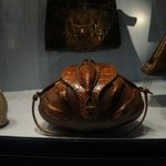 Разнообразные сумки из кожи разных зверей и змей