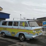 Mystery Machine in front of restaurant