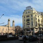 immeuble dans lequel se trouve l'hôtel & synagogue