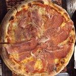 Pizza Prosciutto Crudo con Gorgonzola