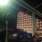 Vista do restaurante para fachada do Ibis.