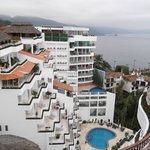 VISTA DE UNA SECCION DEL HOTEL, DESDE OTRA SECCION SIMILAR
