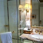 ensuite in marble and true quality