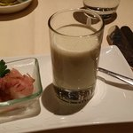 Cold potatoes-leek soup with roastbeef
