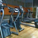 Salle fitness très bien équipée et agréable