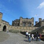 Camino interior del castillo de Edimburgo