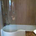 Lochy Suite Bath/Shower