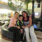 Я и мой ребенок с Еленой Коваль (слева)