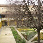 A view of the courtyard of Espace Van Gogh