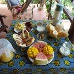 Le petit déjeuner sur notre terrasse :D