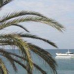 Zdjęcie przybliżone z balkonu na statek wycieczkowy