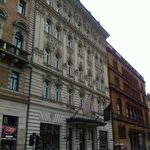Отель с улицы