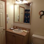 salle de bain chambre ensoleillée