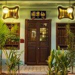 You Le Yuen's B&B Facade Entrance