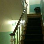 Escadas (Não possui elevador)