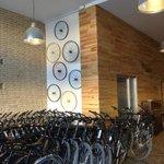 La sede donde se contrata el bike tour, en el Paseo de la Pechina