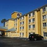 Foto tirada do estacionamento do hotel