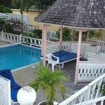Pool & Gazebo - Braata Villa