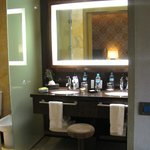 The Lovely Tambo del Inka: Bathroom