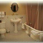 pedestal tub with shower