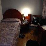 部屋は6畳程。バス・トイレ・TVあり