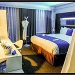 Le Bleu King Room