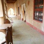 Terrasse devant les chambres