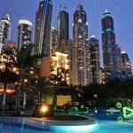 Вид на набоскребы Dubai Marina из отеля