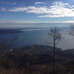 Blick auf den Gardasee von einem Standpunkt über dem Gästehaus