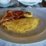 Sehr schmackhaftes Omelett mit Speck