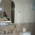 Baño con secador de pelo