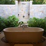 Offene Dusche in der Deluxe Villa