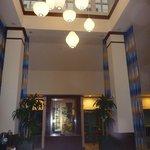 Hall d'entrée, foyer et salle de repos juste à côté