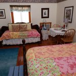 Prairie Rose trundle bed