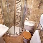 Deluxe Room en suite shower room