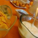 colazione ricca con yoguert e marmellate di produzione casalinga (ottimi)