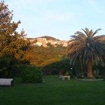 le jardin avec la vue sur Sartène