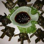 Chicken in Panang-Blätter