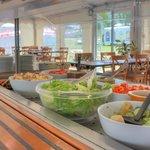 Le buffet du restaurant en été