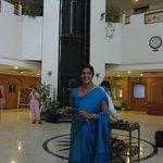 Inderin in Lobby