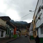 Llegando... a lo lejos Sayta Hostel, Bogota. Colombia