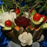 décoration du buffet faite à base de légumes
