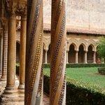 alcune  colonnine con i mosaici