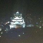 部屋から見えるライトアッブされた大阪城